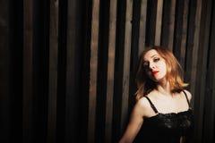против женщины стены деревянной Стоковое фото RF