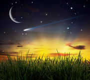 против захода солнца места травы поля bi славного Стоковые Фото