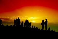 против захода солнца толпы Стоковая Фотография RF