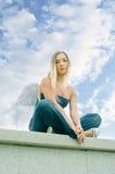 против неба ангела голубого пасмурного Стоковое Фото