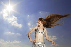против неба волос девушки длиннего Стоковые Фото