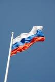 против неба русского полюса голубого флага Стоковые Фотографии RF