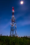 против неба связей антенн голубого Стоковые Изображения