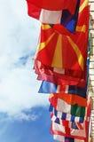 против пасмурной европы flags положения неба Стоковые Изображения RF