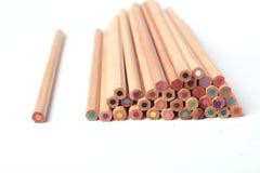 против предпосылки crayons белизна Стоковое Изображение