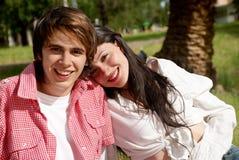 против природы пар счастливой стоковое фото