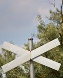 против пустых валов неба знака скрещивания Стоковое Изображение RF
