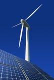 против сини обшивает панелями солнечный ветер турбины Стоковое Изображение RF