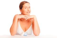 Против старения концепция: Женщина в ее пятом десятке с сливк кожи Стоковые Фото