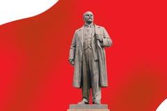 против статуи красного цвета lenin знамени Стоковые Изображения RF