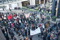 против студента протеста в марше увеличений гонорара Стоковое Изображение