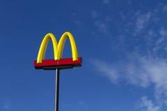 против тяжбы mcdonald s стоковое фото rf