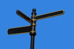 против черного голубого золота металл покрасил небо знака Стоковая Фотография RF