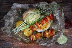 Протыкальники цыпленка с креном хлеба стоковые изображения rf