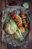 Протыкальники цыпленка с креном хлеба стоковое изображение
