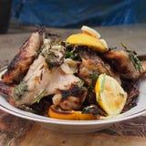 Протыкальники цыпленка в блюде стоковое изображение rf