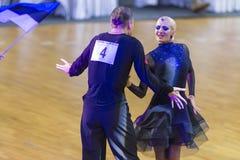 Профессиональная пара танца выполняет латино-американскую программу Youth-2 на чашке танца WDSF международной WR стоковые фотографии rf