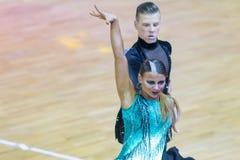 Профессиональная пара танца выполняет латино-американскую программу Youth-2 на чашке танца WDSF международной WR стоковое фото rf
