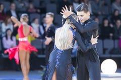 Профессиональная пара танца выполняет латино-американскую программу Youth-2 на трофее союзничества стоковое фото