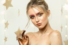 Профессиональное portret студии молодой красивой девушки с красивым составом красоты Стоковое Изображение RF