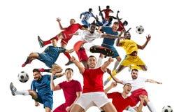Профессиональные люди - футболисты футбола с изолированной шариком белой предпосылкой студии стоковое фото rf