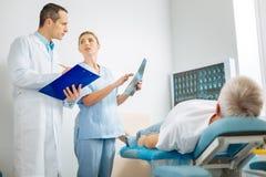 Профессиональные умные доктора работая совместно Стоковое фото RF