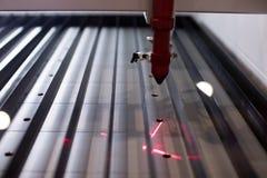 Профессиональный автомат для резки лазера лазерный луч прокладчика cnc стоковое изображение