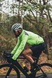 Профессиональный велосипед катания велосипедиста outdoors Стоковые Изображения RF