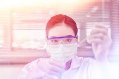 Профессиональный выдающийся специалист по науки на работе Новаторские технологии в науке и медицине Стоковое Изображение