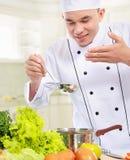 Профессиональный мыжской варить шеф-повара Стоковые Изображения