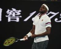 Профессиональный теннисист Фрэнсис Tiafoe Соединенных Штатов в действии во время его спички четвертьфинала на открытом чемпионате стоковые изображения