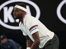 Профессиональный теннисист Фрэнсис Tiafoe Соединенных Штатов в действии во время его спички четвертьфинала на открытом чемпионате стоковое фото rf