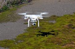 Профессионал фантома 3 quadrocopter трутня с высокой цифровой фотокамерой разрешения стоковые фотографии rf