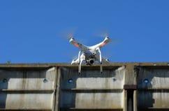 Профессионал фантома 3 quadrocopter трутня с высокой цифровой фотокамерой разрешения стоковые изображения