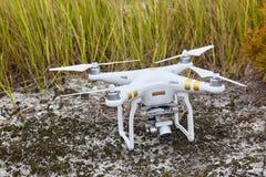 Профессионал quadrocopter трутня фантомный PRO с высокой цифровой фотокамерой разрешения стоковые изображения