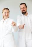 2 профессионала сотрудник военно-медицинской службы Стоковые Изображения RF