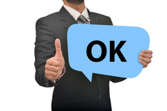 Профессионал держа одобренный пузырь речи в руке с большими пальцами руки поднимает впечатление стоковые изображения rf