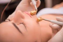 Профессиональная забота кожи косметологии с Стоковое Изображение RF