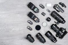 Профессиональная идея фотографа с предпосылкой аксессуаров Стоковое фото RF