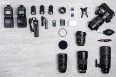 Профессиональная идея фотографа с предпосылкой аксессуаров Стоковые Изображения RF