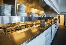 Профессиональная кухня, счетчик взгляда в стали Стоковое Фото
