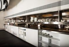 Профессиональная кухня, счетчик взгляда в стали Стоковое Изображение