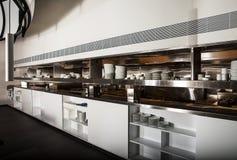 Профессиональная кухня, счетчик взгляда в стали Стоковые Фото