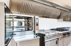 Профессиональная кухня стоковое изображение rf
