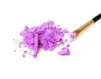 Профессиональная щетка состава на тенях для век задавленных пурпуром Стоковая Фотография RF