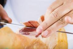 Профессиональное вырезывание ветчины serrano Стоковое Фото