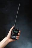 радио Walkie-talkie в руке Стоковые Фото