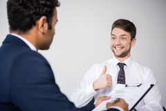 Профессиональные бизнесмены имея деловую встречу на компании Стоковые Изображения