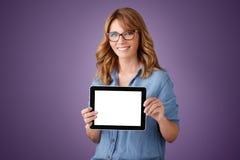 Профессиональные женщины с цифровой таблеткой Стоковое Фото