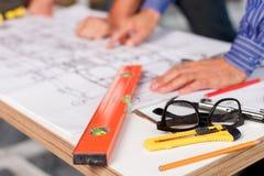 Профессиональные мужские инженеры планировать Стоковое Изображение RF